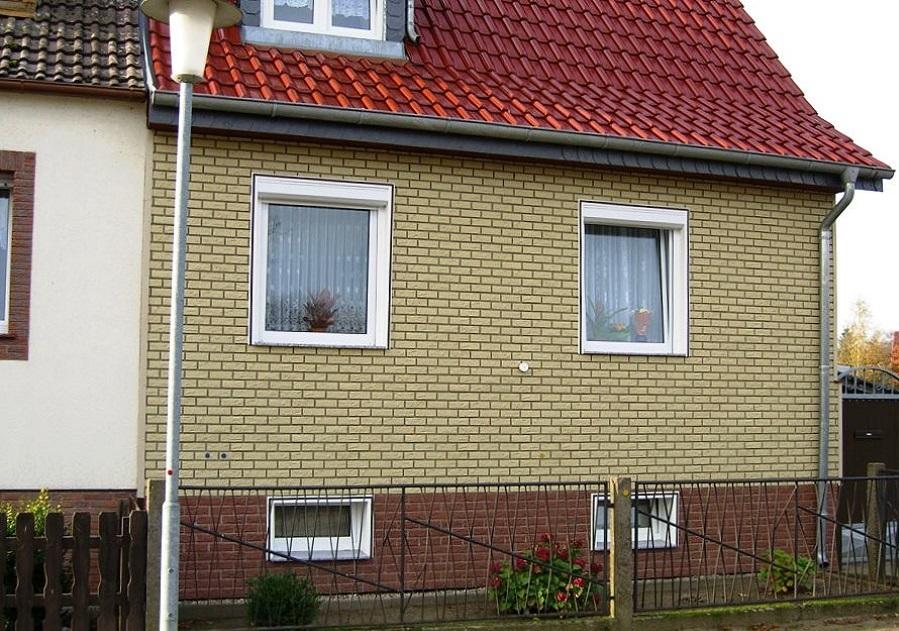Альта Профиль под кирпич - Белый фасад, красный цоколь