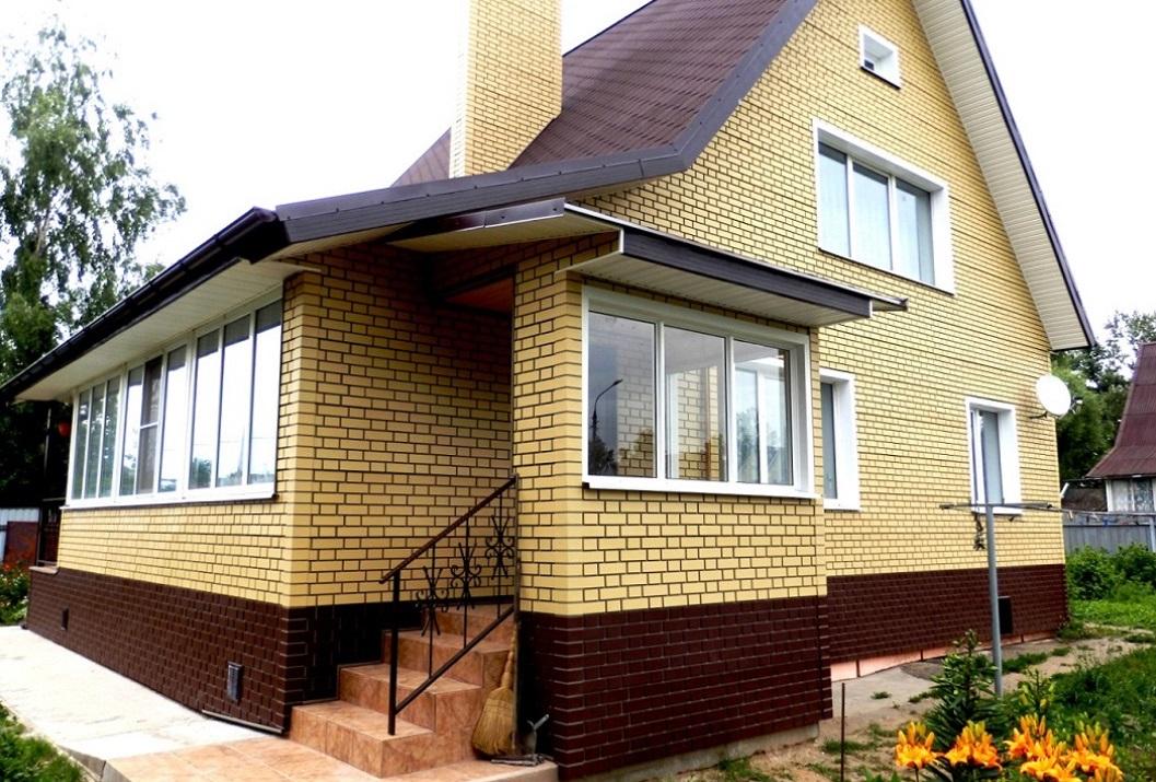 Альта Профиль кирпич Клинкерный - Светлый фасад и коричневый цоколь